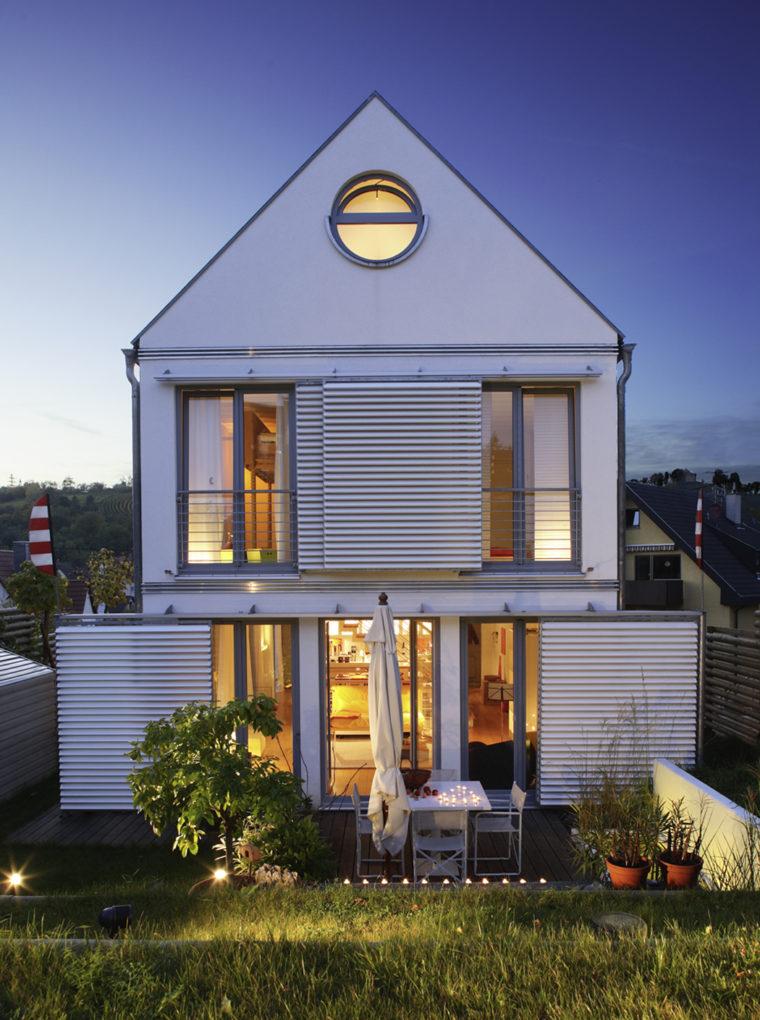 Platz Haus: Fassade & Garten